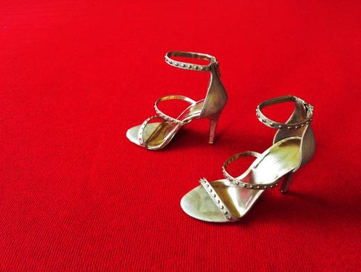 Clytemnestra scarpe piccola.jpg