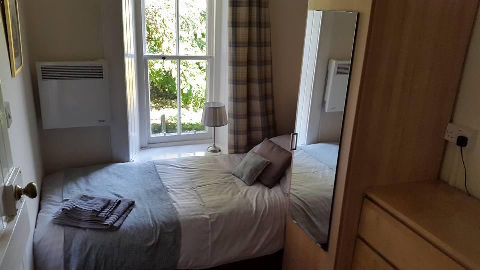 Bedroom 2 - 2 single beds