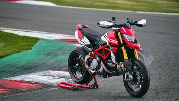 Ducati pynter på Hypermotard 950-porteføljen med en SP-versjon