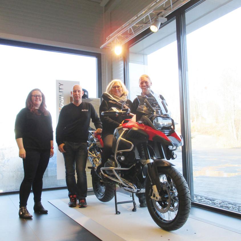 Både Anne Marte, Ludvik, Aagot og Per er fornøyd med butikken etter nybyggingen.