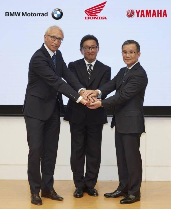 Karl Viktor Schaller (BMW Motorrad), Tetsuo Suzuki (Honda Motor Co. , Ltd.), Takaaki Kimura (Yamaha Motor Co. , Ltd.)