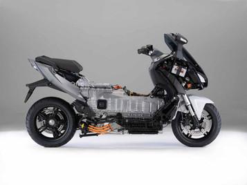 BMW investerer stort i kompetansesenter