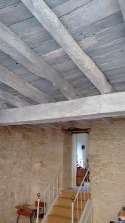 Effet blanchi sur plafond bois