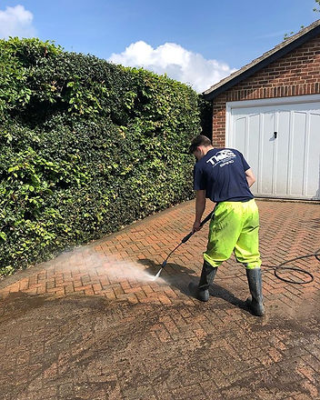 20% OFF DRIVE & PATIO CLEANING💧💥 End o
