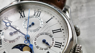 close-up-photography-of-wristwatch-10340