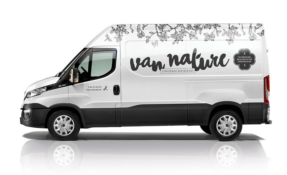 Bedrijfsvoertuig van Van Nature geheel in corporate jasje gestoken. Het resultaat van een complete huisstijl!