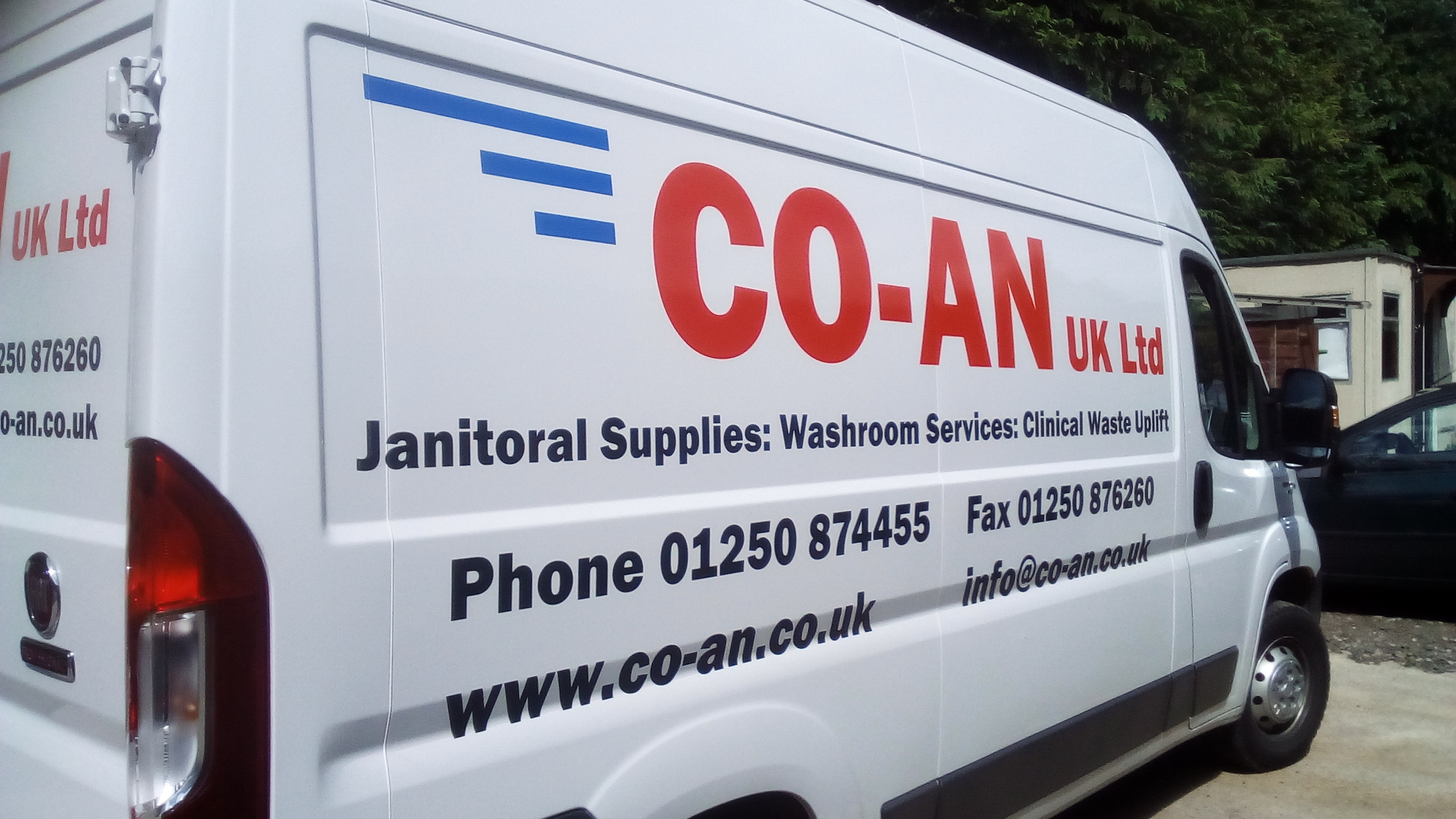 co-an side view of van