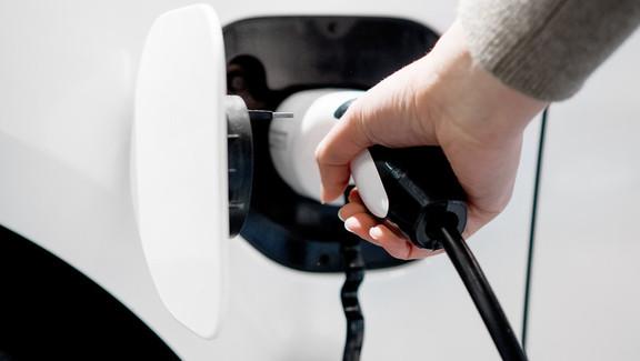 Vale a pena investir em carros elétricos?