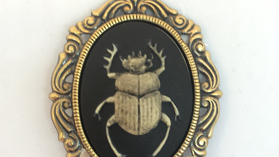 Antiqued Scarab Cameo (brass setting)