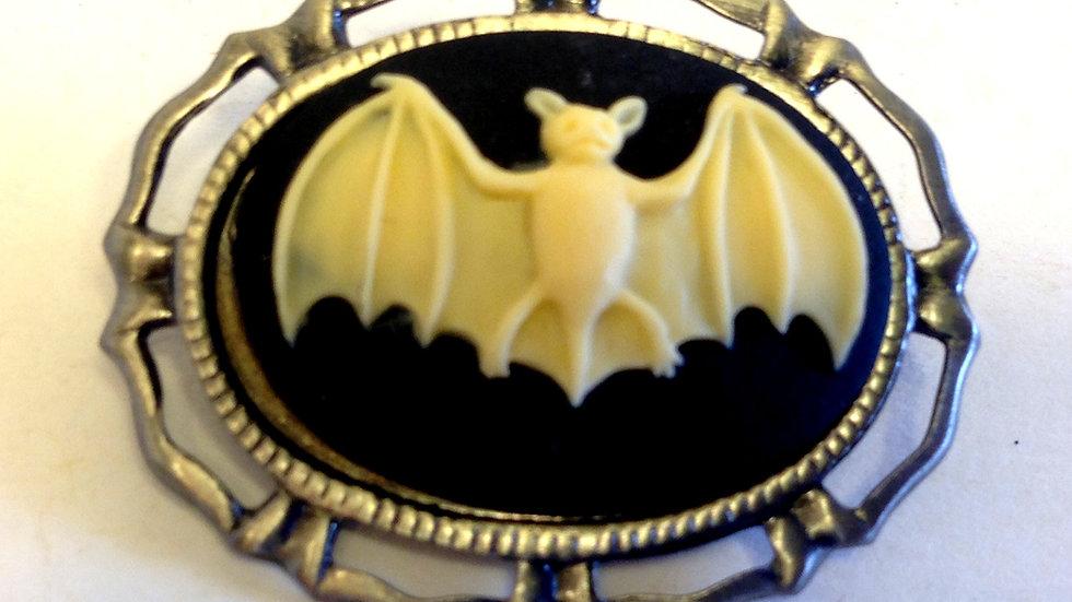 Creme Bat Mini Cameo
