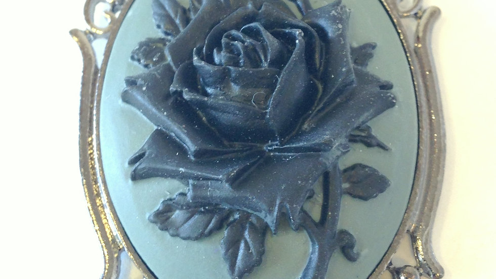 Black Rose on Grey Cameo