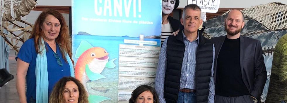Giada Forneris and Barbara di Giacinto with Vice President of Consell d'Eivissa, Viviana de Sans; President of Tourism, Vicent Torres; Chief of Protocol, Antonio Viñaras.