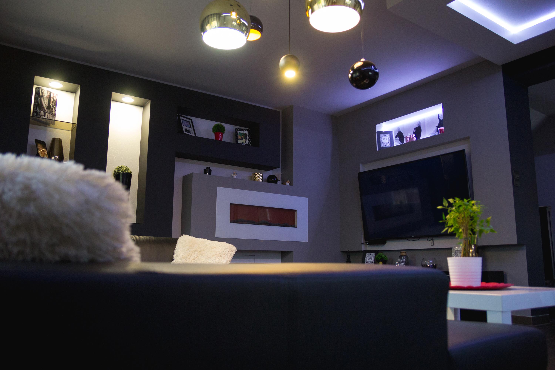 Modern stílusú nappali - étkező extravagáns elemekkel