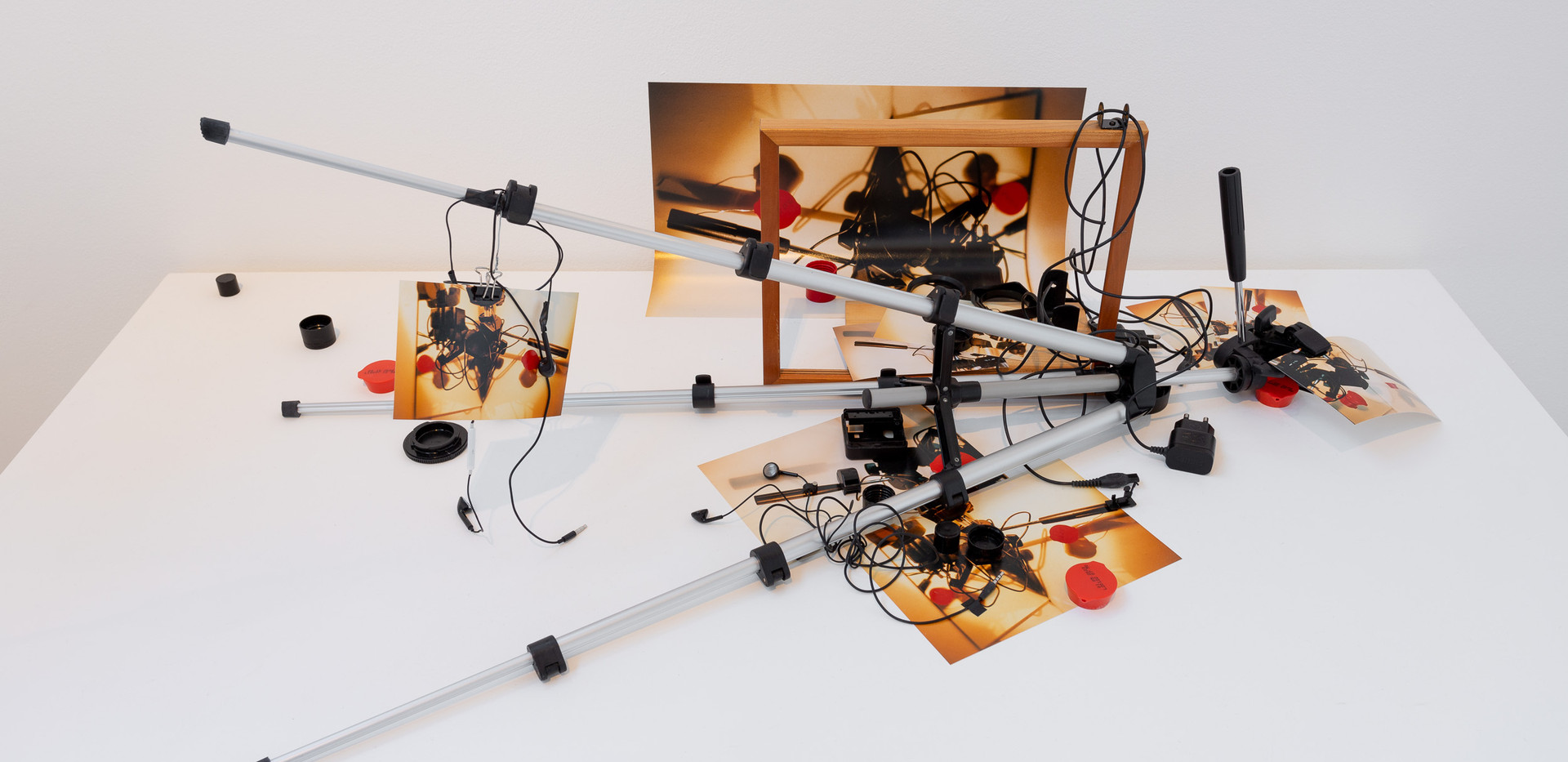 One or Ten Tripods (2020). Image courtesy Jules Lister
