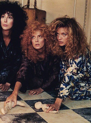 7 LOOKS FROM THE WITCHES OF EASTWICK
