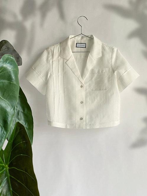 SHEA- Crop length shirt with pleats .