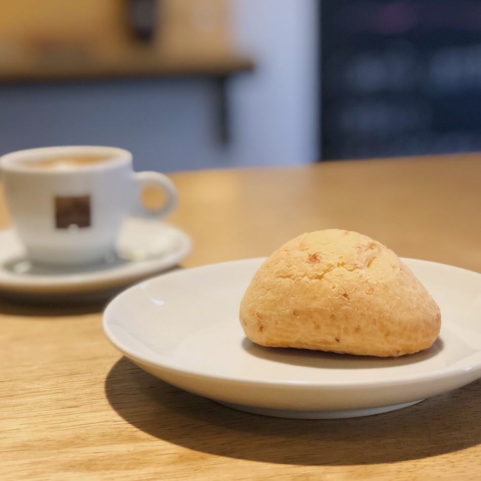 Pão de Queijo with Coffee