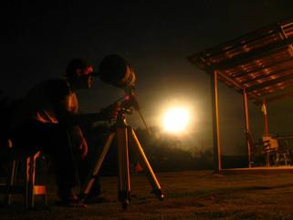 Durante o mês de julho e feriados temos Food Truck, e quando o céu permite, temos Telescópio.