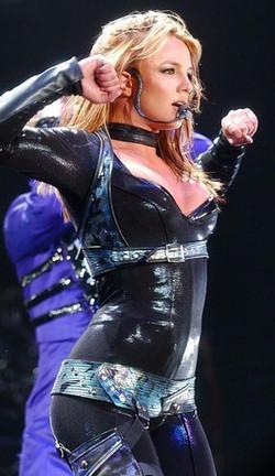 Britney Onyx hotel tour