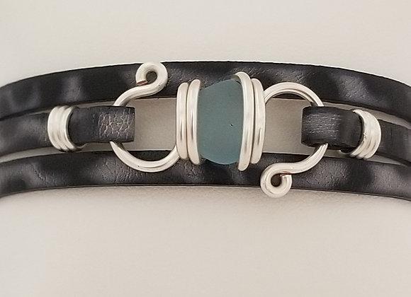 """""""Cyanus"""" sea glass bracelet"""