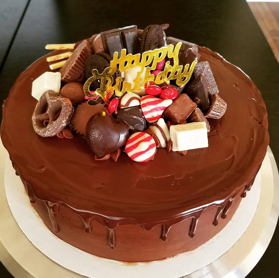 Chocolate cake with chocolate truffles d