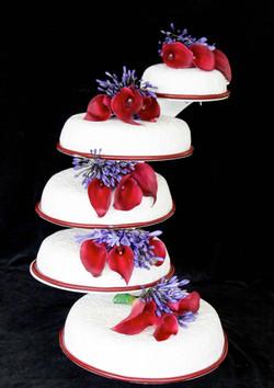 bruidstaarten  met verse bloemen