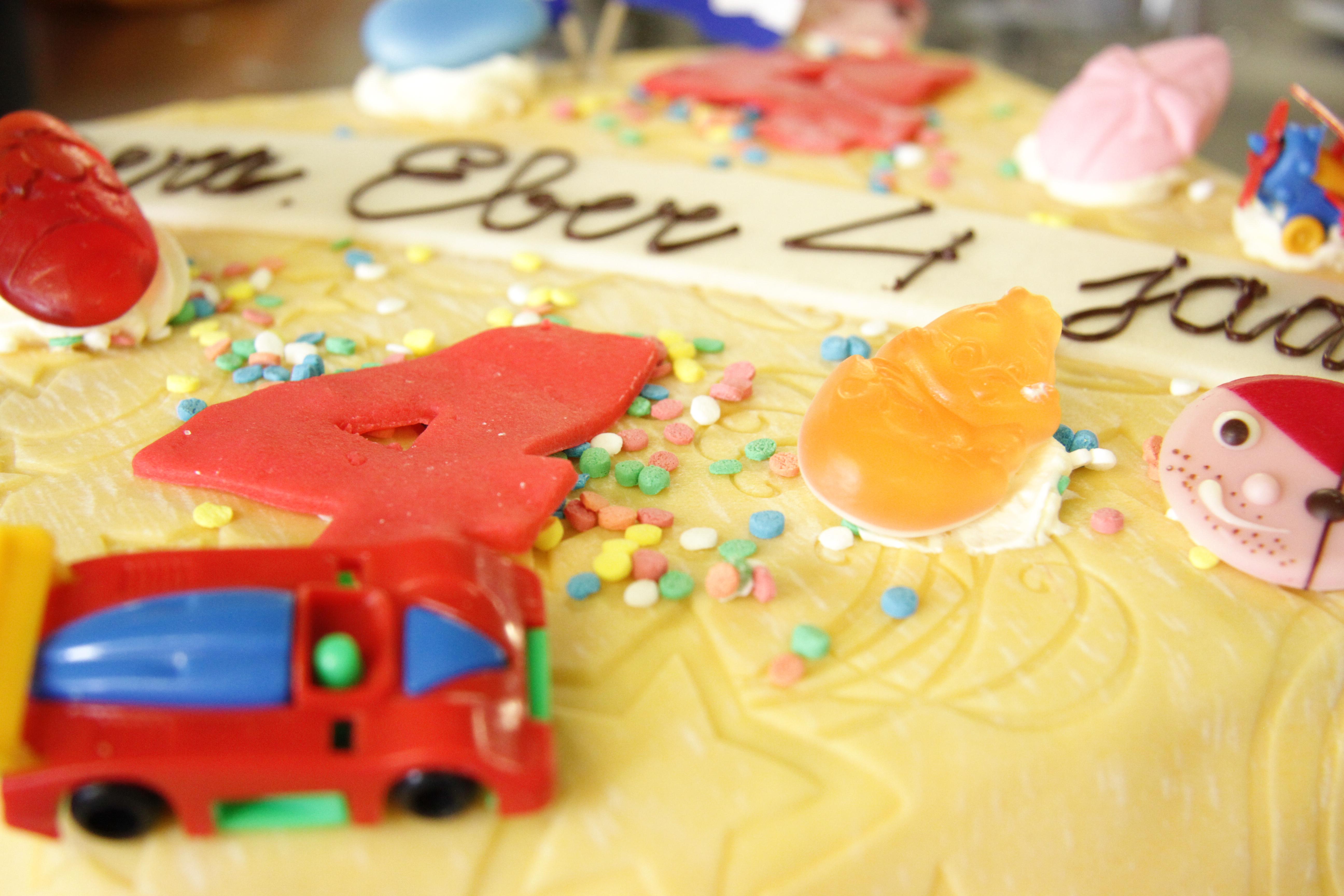 Marsepein taart met kinder opmaak