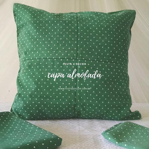Capa de almofada verde com poás branco