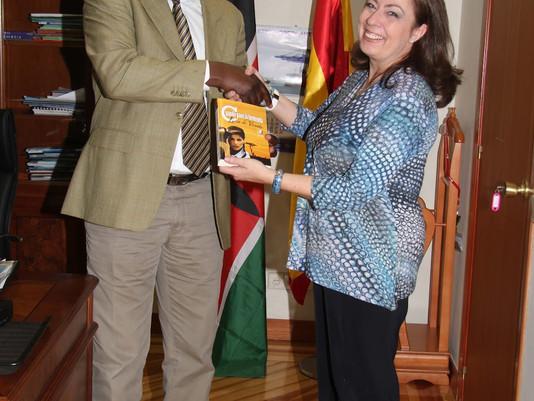 El sueño de una autora española en la Embajada de Kenya