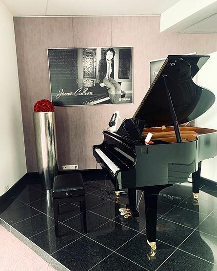 Yamaha vleugelpiano in de winkel van Piano's Driesen
