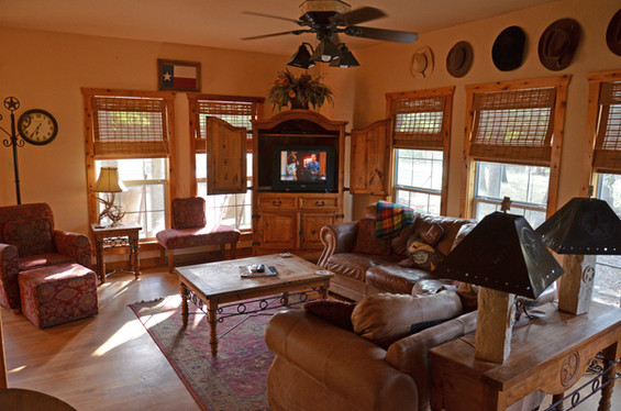 Spacious living room with cable TV