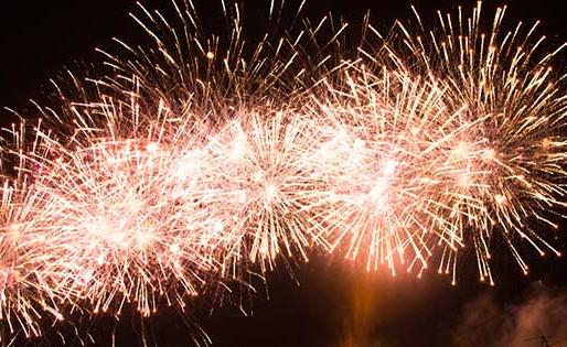Fuegos artificiales iluminaron los cielos de Antofagasta en un nuevo Aniversario de Colo Colo