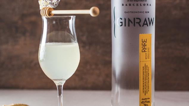 開展世界市場的GINRAW琴酒