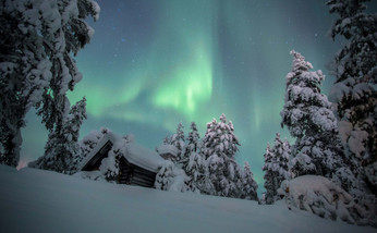 北極光和絢爛的星空
