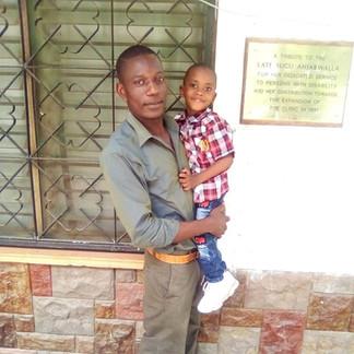 Omar und Manager Boniface