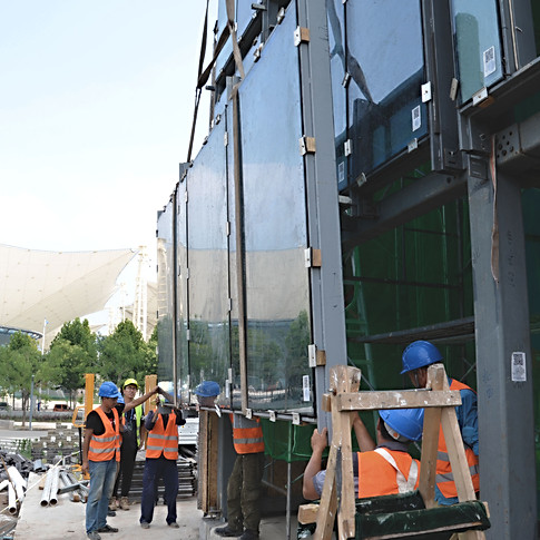 Mounting the facade