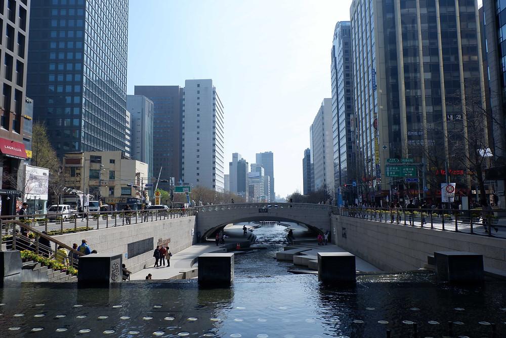 Cheonggyecheon Stream (Picture : KAD Firma Arsitektur)