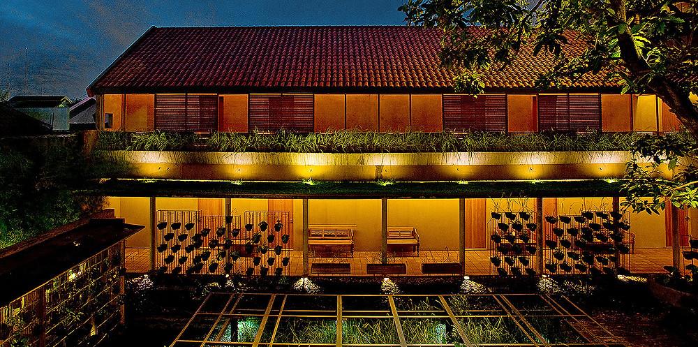 Rumah Turi di Malam Hari (Image : www.rumahturi.com)
