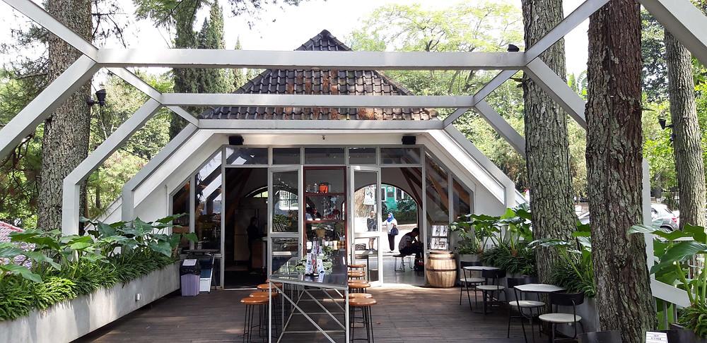 Area Outdoor Foresta Coffee (Pict : KAD Firma Arsitektur)