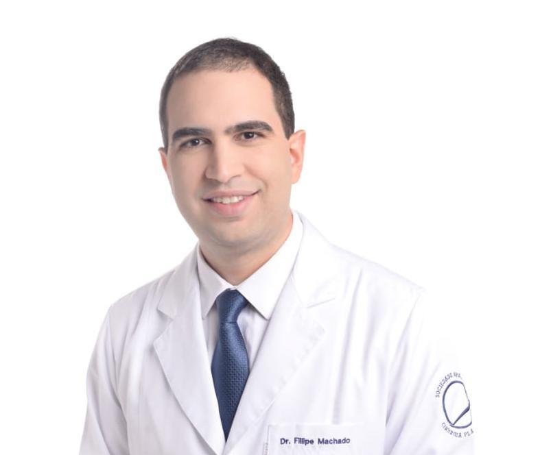 Meu objetivo era educar a população sobre cirurgia plástica e trazer mais pacientes para o consultório, e o conteúdo especializado da Ybrida me ajudou a aumentar minha autoridade digital.