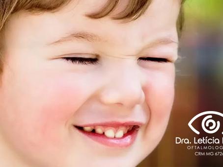 Piscar excessivo nas crianças: o que significa?