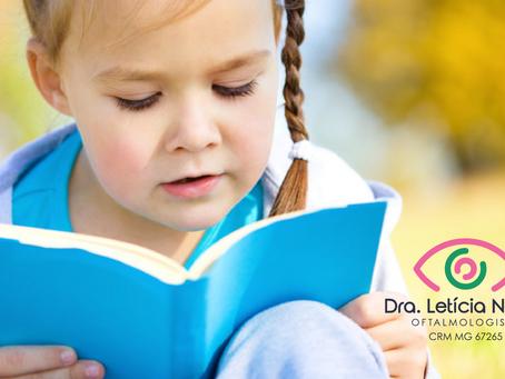Crianças podem ter dificuldades para ler mesmo com exames oftalmológicos de rotina normais