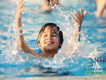 Olhos irritados após um bom dia de piscina? Cuidado com a auto-medicação
