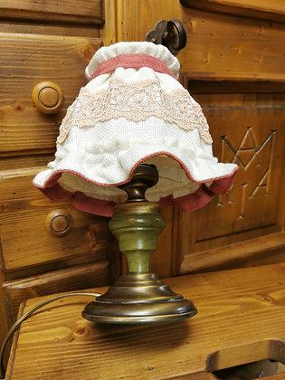 Tischlampe im Bauernstil