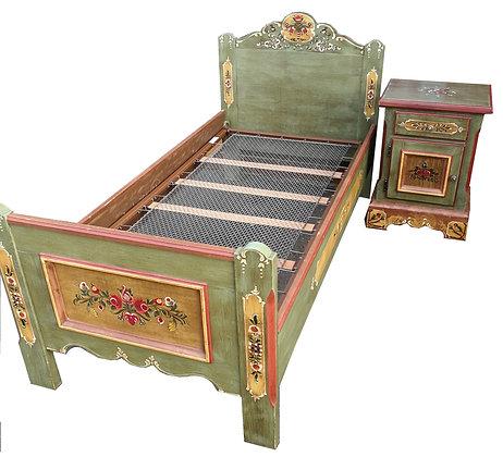 Anno 1800, altgrün, Einzelbett, 100 x 195 cm inkl. Nachtschrank
