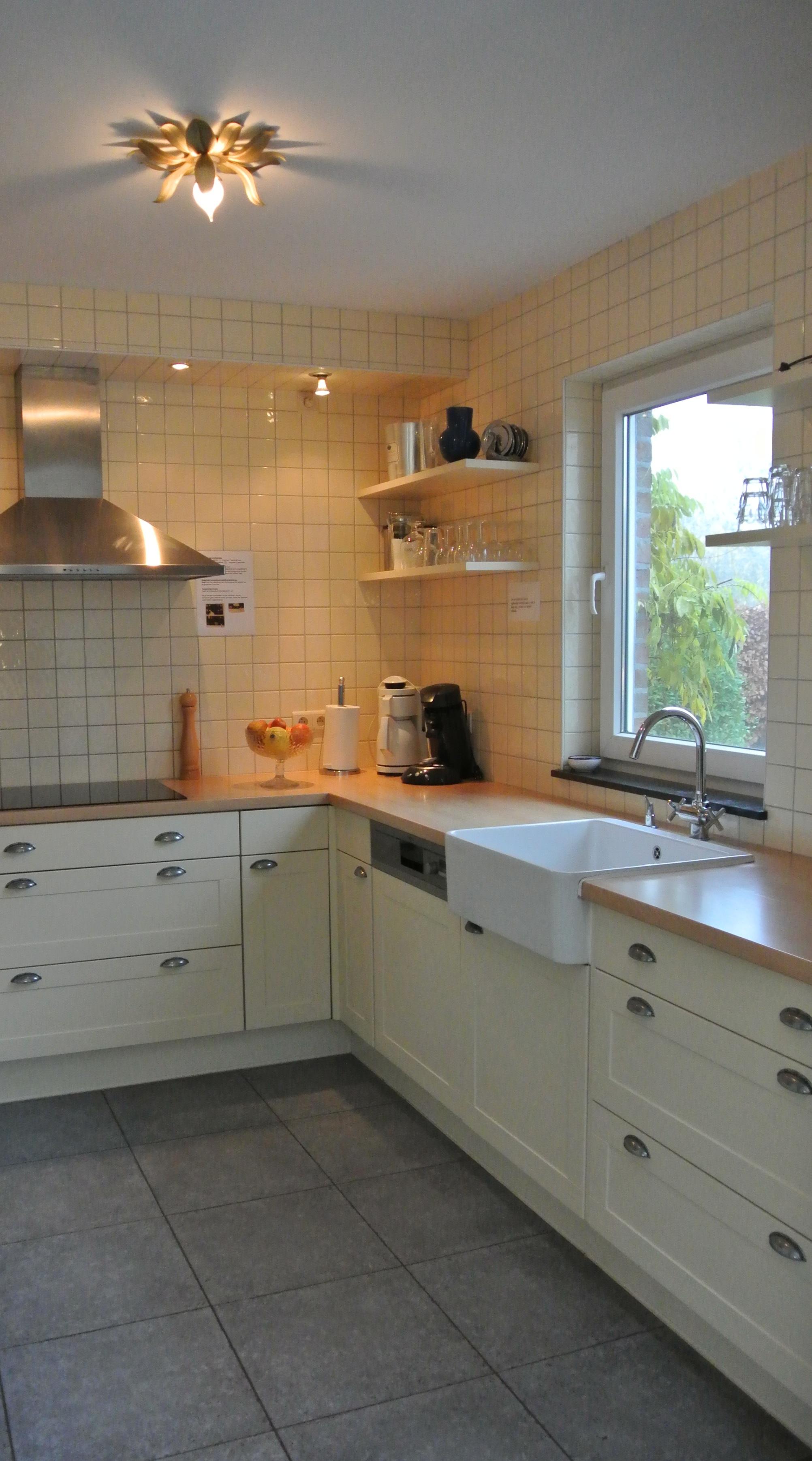keuken met zicht op tuin
