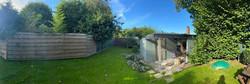 overzicht tuin geheel omheind
