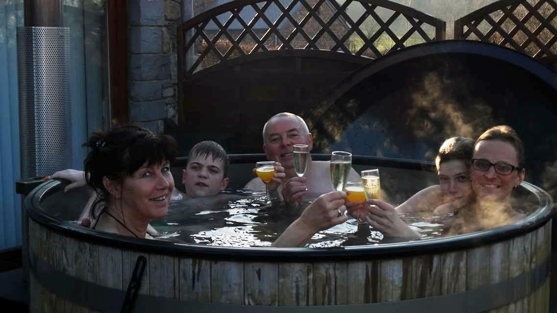 een familie feestje in de hottub