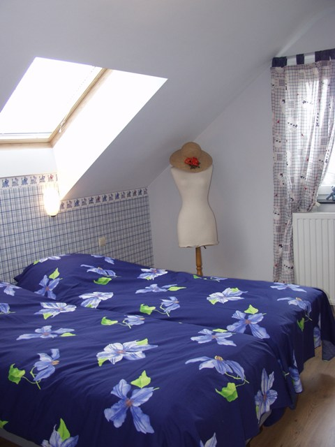 blauwe slaapkamer + linnenkast