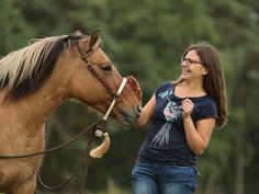 Ina und Pferd.JPG